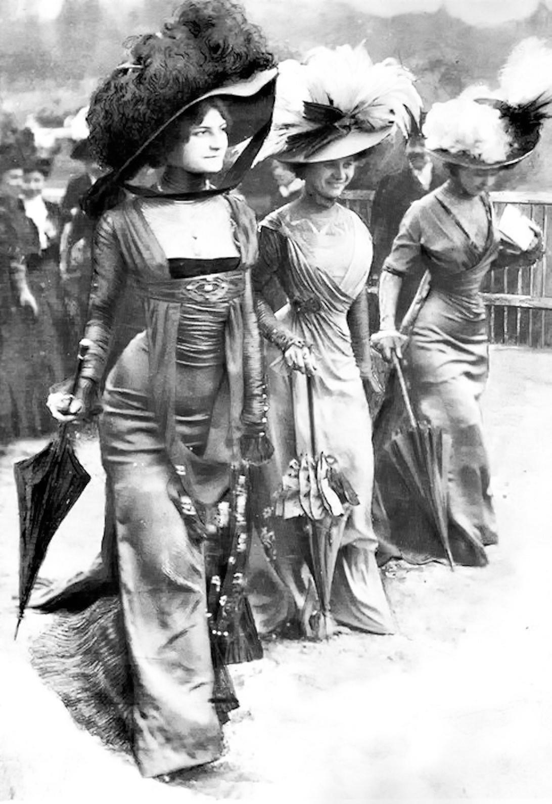 Ladies at the Hippodrome de Longchamp, Paris 1908