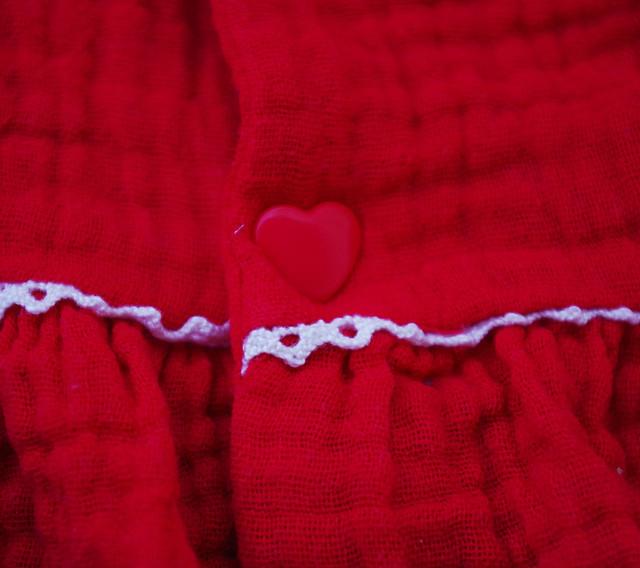 Détail pression kam rouge en forme de coeur