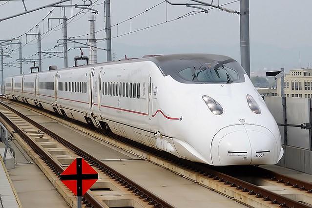 800px-Kyushu_Railway_-_Series_800-1000_-_01