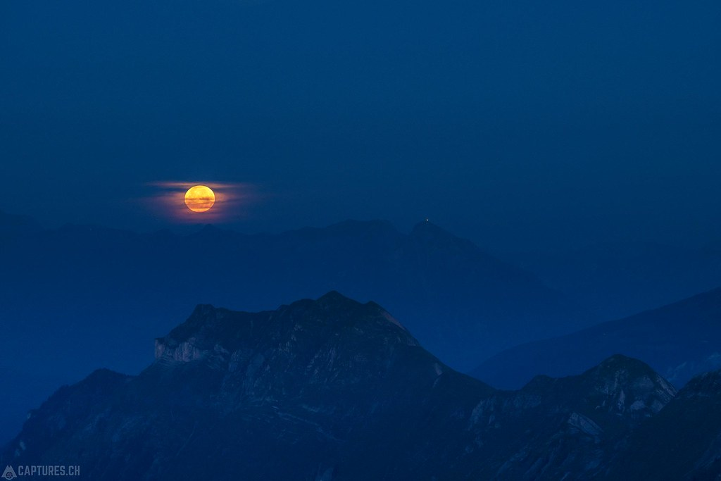 Moonset - Brienzer Rothorn
