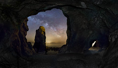 Dans la tiedeur d'un printemps tant attendu, les grottes de la presqu'ile sont un veritable havre de paix...