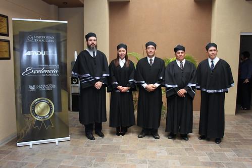 Ceremonia de titulación por excelencia académica en la Facultad de Arquitectura, Diseño y Urbanismo de la UAT
