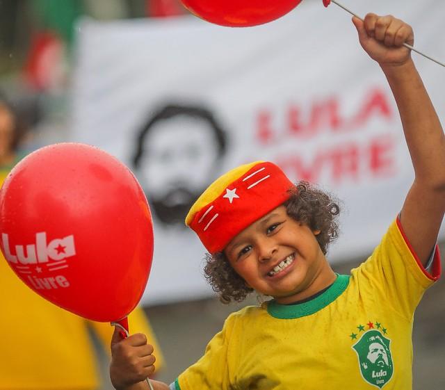 Brasil vence a Sérvia e avança em primeiro lugar; México será adversário nas oitavas