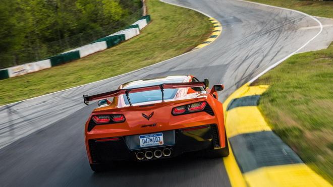 2019-chevrolet-corvette-zr1 (2)