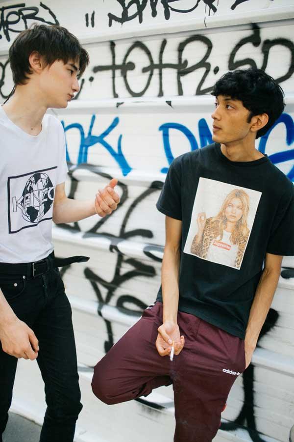 KENZO白Tシャツ×ブラックジーンズ&Supreme黒Tシャツ×バーガンディパンツ