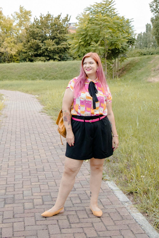 realizzazione di un progetto di cucito, outfit plus size, camicetta (10)