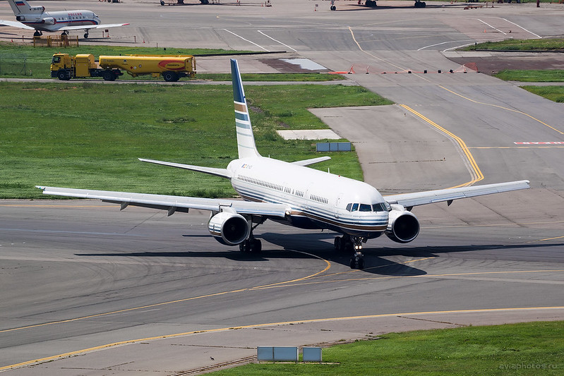 Boeing_757-256_EC-HDS_PrivilegeStyle_111_D800143