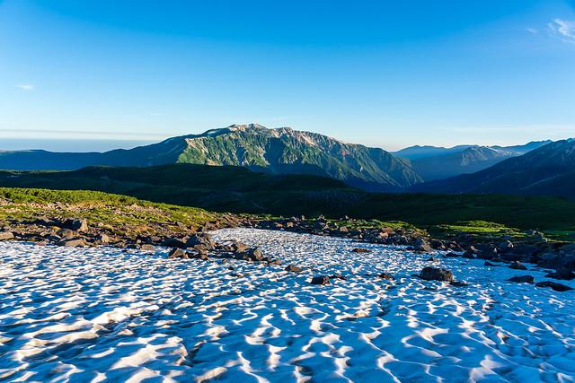 雪渓から薬師岳