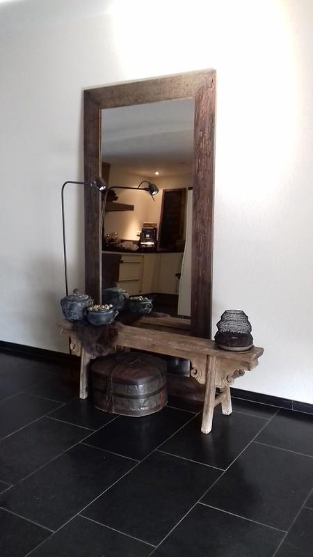 Houten bankje, spiegel