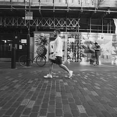 Speed walker 🏃♂️ #street_photography_social #streetphotography #streetshooter #tv_community #peoplewatching #peoplephotography #peoplewalkingpastwalls #strideby #london #londonist #london_only #rsa_streetview_ #rustlord_street #rustlord_unity #bnw