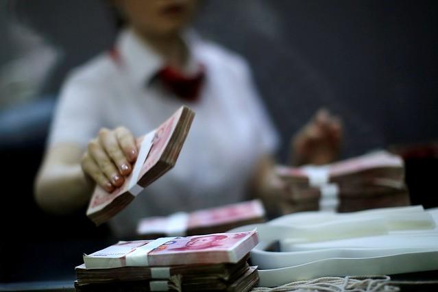 中國處在「美元體系」當中,不僅使得我們擁有大量的美國國債,而且基礎貨幣發行也對其產生嚴重依賴。