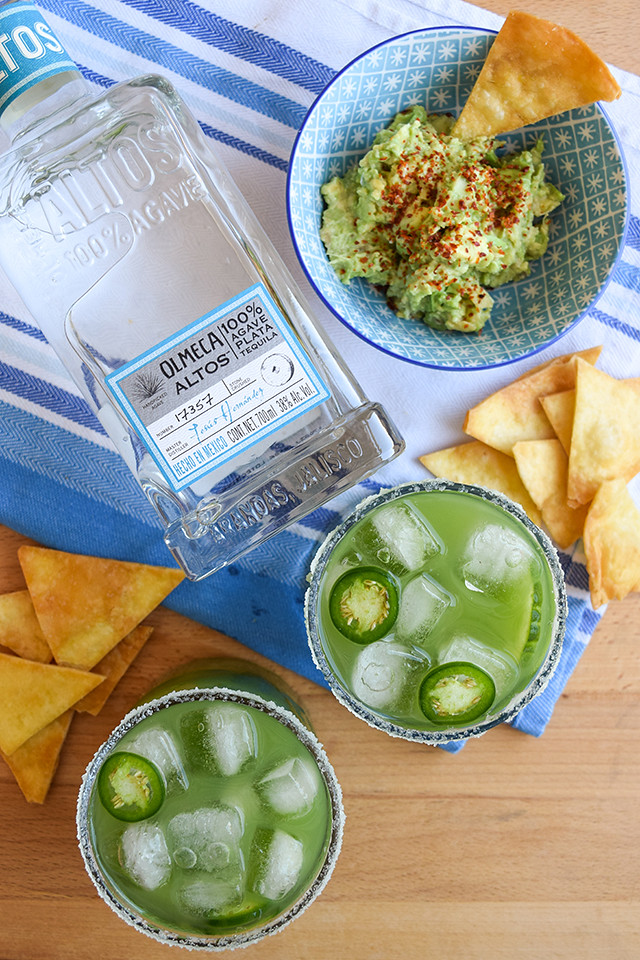 How To Make a Cucumber & Jalapeño Margarita #margarita #cocktail #cucumber #jalapeno #tequila #cincodemayo #party #summer