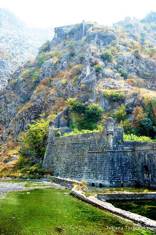 Которские стены, фрагмент у Речных ворот