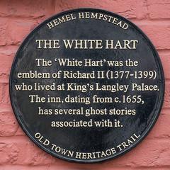 Photo of White Hart, Hemel Hempstead and Richard II black plaque