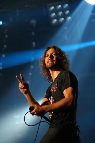 Greatest Grunge Vocalist Ever - Kurt Cobain, Eddie Vedder ...