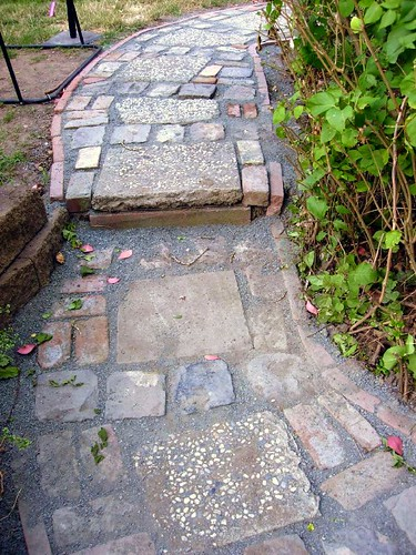 Urbanite and Cobble Mixed Path
