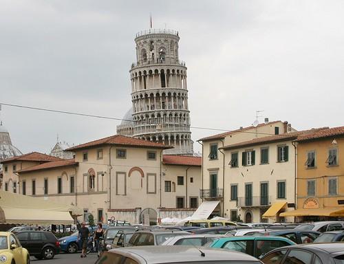 Schiefer Turm