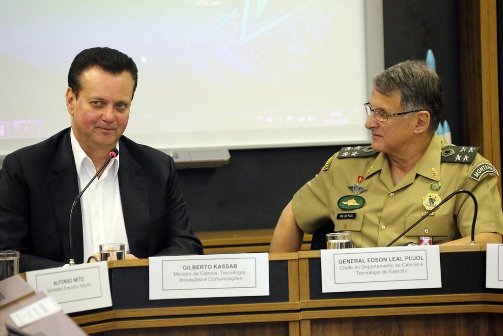 Ministro Gilberto Kassab durante reunião com o novo chefe do Departamento de Ciência e Tecnologia do Exército, general Edson Leal Pujol. Brasília-DF, 17/07/2018. Fotos: Bruno Peres/MCTIC.