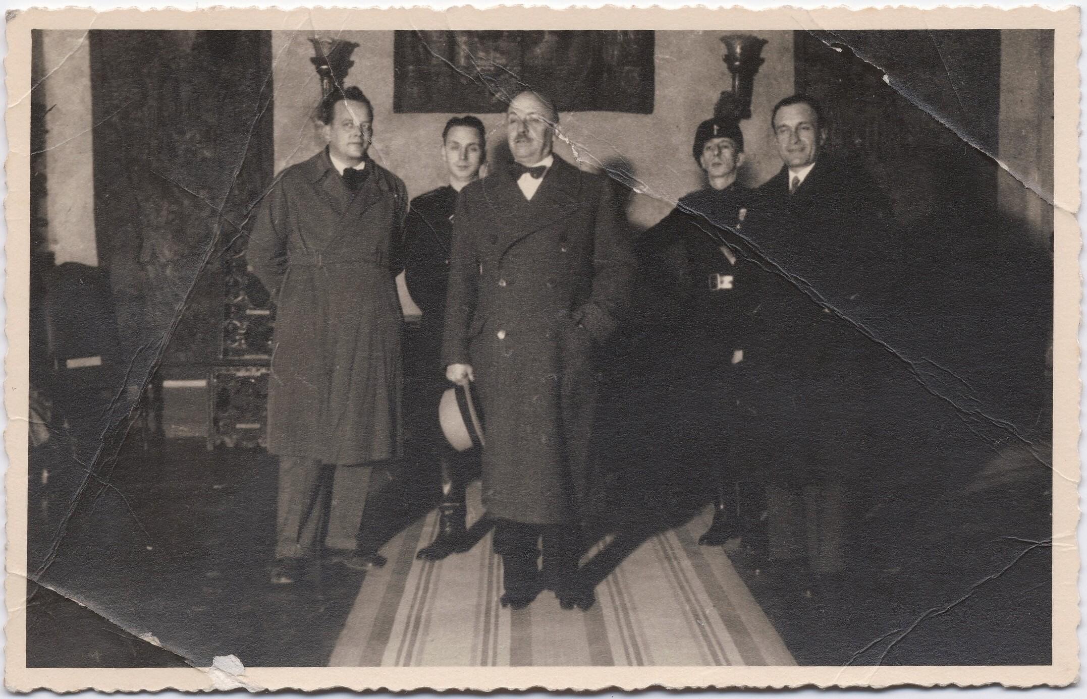 1932. Триест. Маринетти с Бруно Г. Санзином (слева от Маринетти) и тремя неизвестными мужчинами