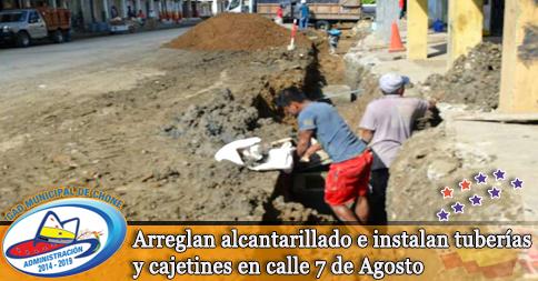 Arreglan alcantarillado e instalan tuberías y cajetines en calle 7 de Agosto