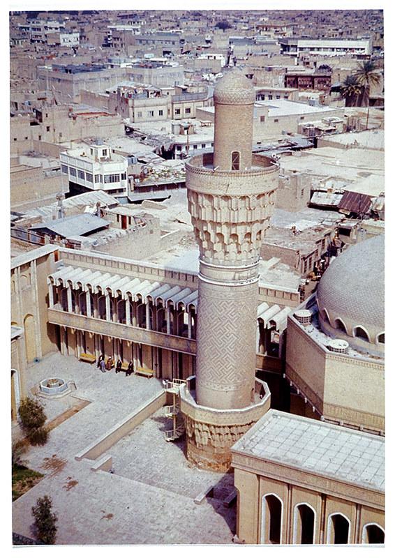 محلة صبابيغ الآل المجاورة لجامع الخلفاء ومنارة سوق الغزل في بغداد