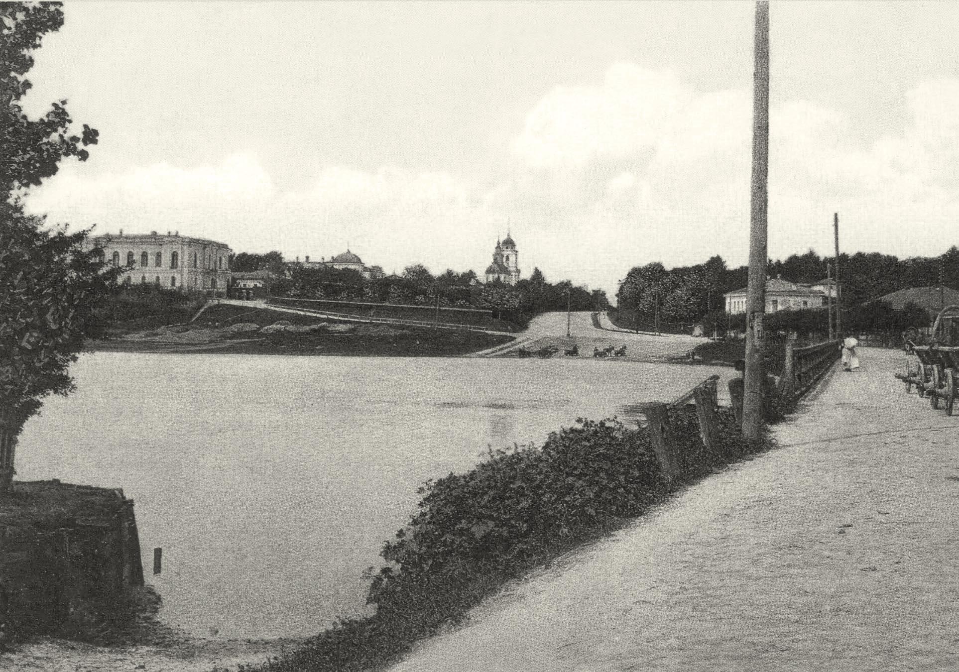 Набережная реки Пела