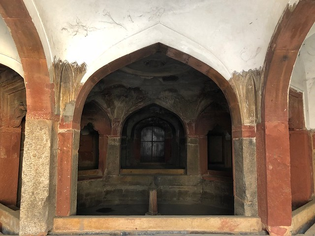 City Monument - A Lesser-Known Mosque, Safdarjang's Tomb