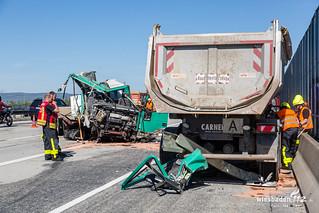 Schwerer LKW Unfall A5 Frankfurt