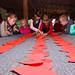 Діти виготовили паперові серця зі стрілистими актами до Серця Христового