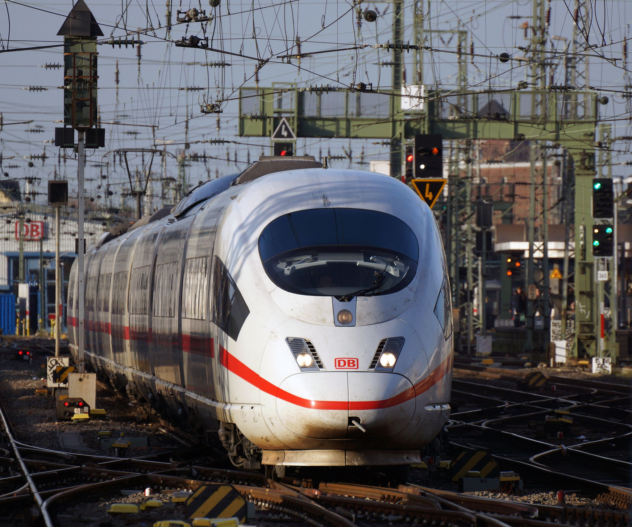 DBAG ICE 3 in the near of Cologne main station. Photo taken by Rolf Heinrich on December 17, 2015.