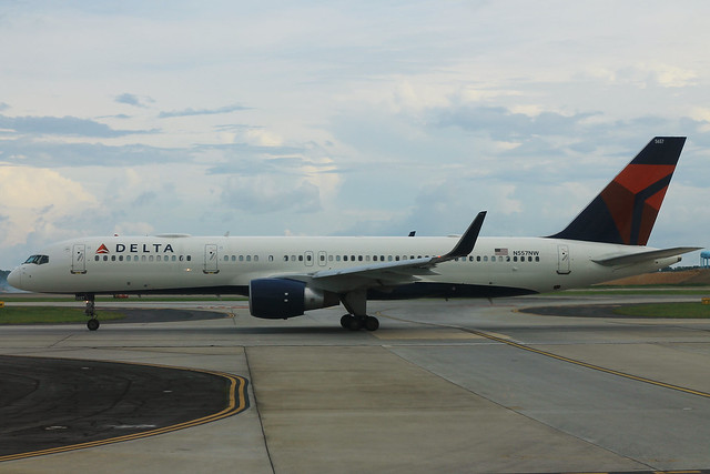 Delta N557NW: Boeing 757-200