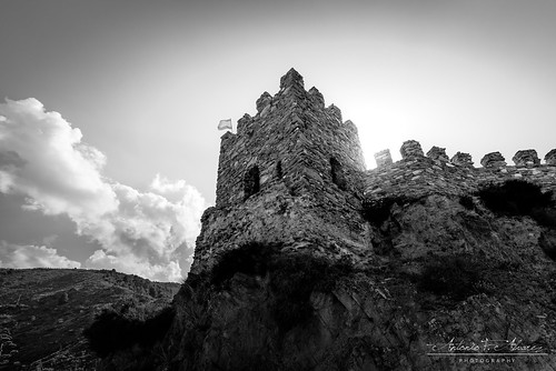 The fortress that dominates the entire valley // La fortaleza que domina todo el valle
