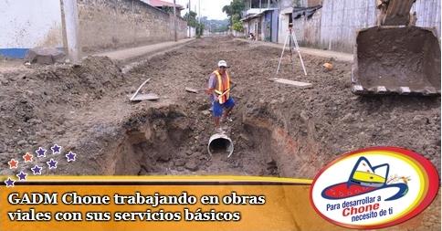 GADM Chone trabajando en obras viales con sus servicios básicos