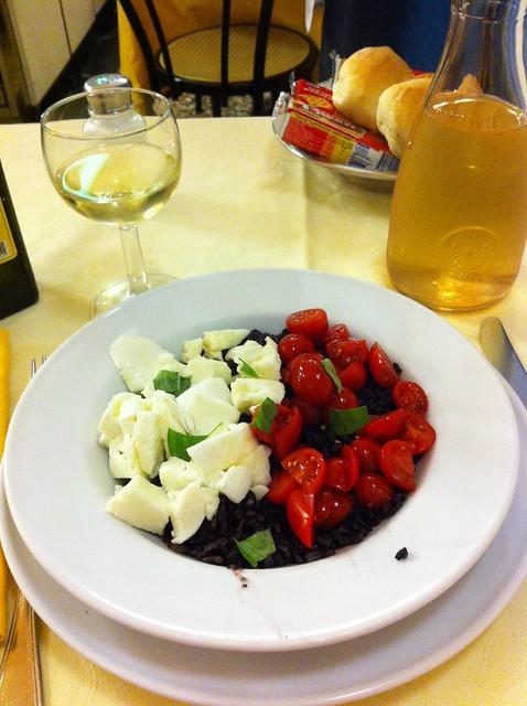 Riso Venere Con Mozzarella di Bufala e Pomodorini