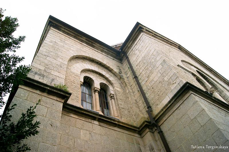 Вид снизу вверх на церковь Св. Николая