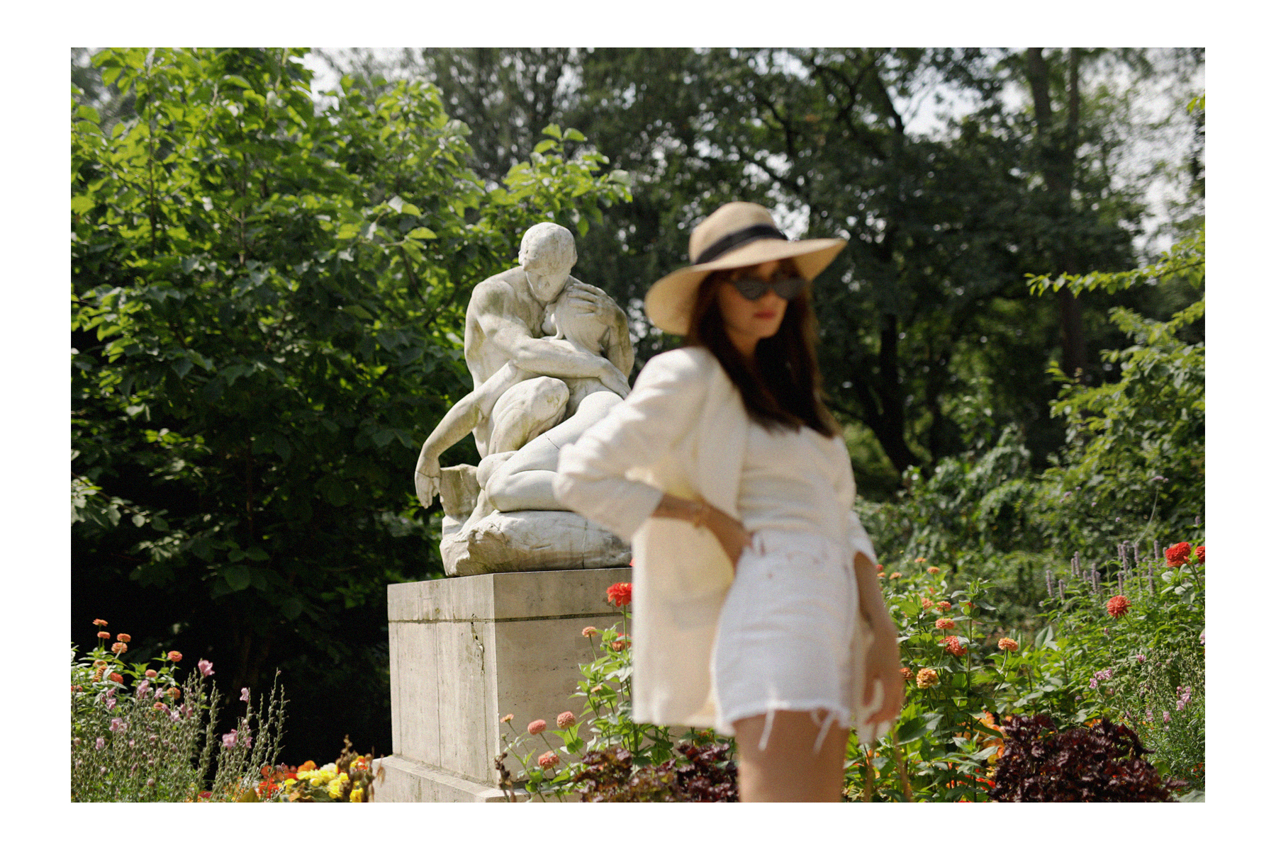 all white & other stories shorts blazer straw hat summer bag rouje hermes oran sandals statue marble dusseldorf düsseldorf dus art artist artsy fashionblogger modeblog jane birkin jeanne damas outfit mode inspiration look seventies ricarda schernus 5