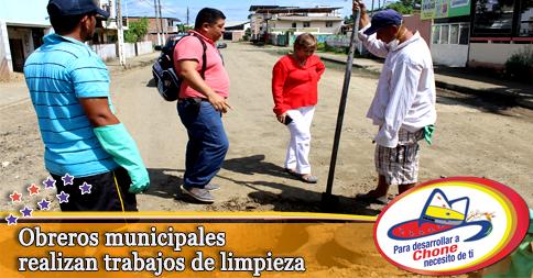 Obreros municipales realizan trabajos de limpieza
