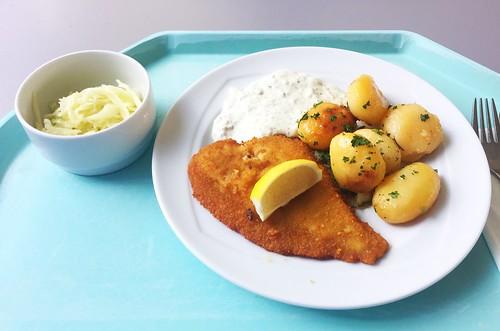 Baked plaice with remoulade & rosemary potatoes / Gebackene Scholle mit Remoulade & Rosmarinkartoffeln