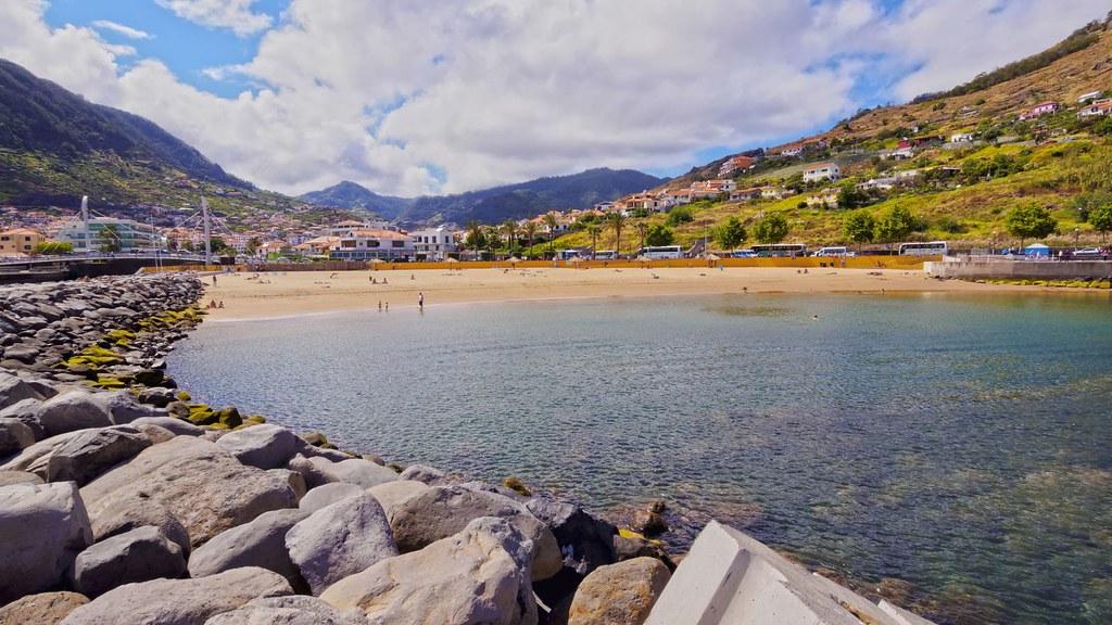 Мадейра. Пляж в Машико (Banda d'Além Beach или Praia de Machico).