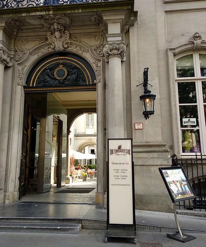 entrada palacio  - 42685920574 2da4e58dc6 - The Chocolate Line: un paraíso para los amantes del chocolate.
