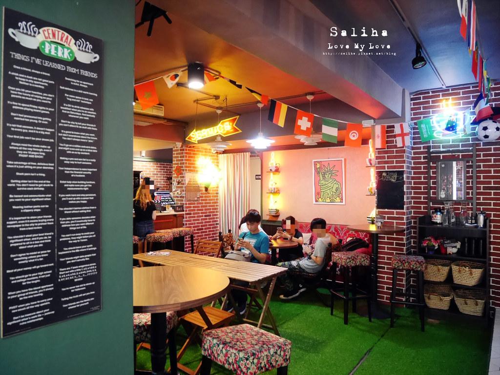 台北捷運公館台電大樓站附近中央公園咖啡館六人行場景 (2)