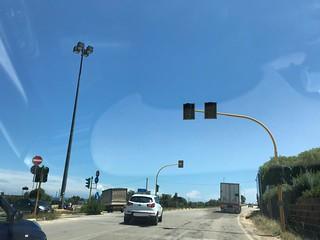 Il semaforo sempre spento in Via Conversano