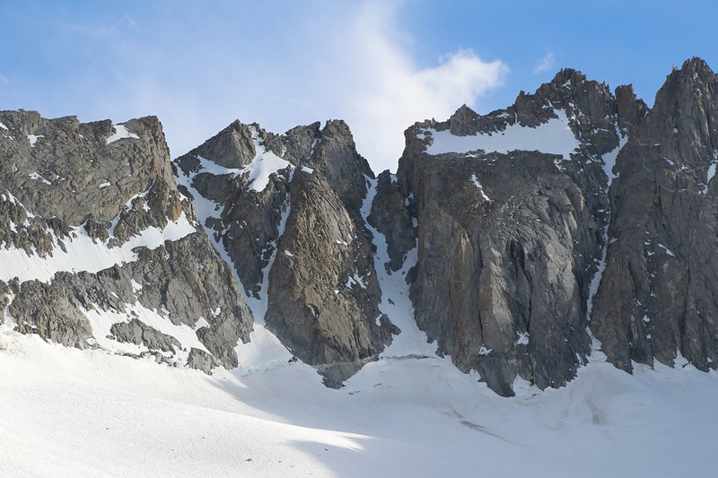 Zoomed-in view of the V-Notch and U-Notch above the Palisade Glacier with the ice chutes and bergschrund