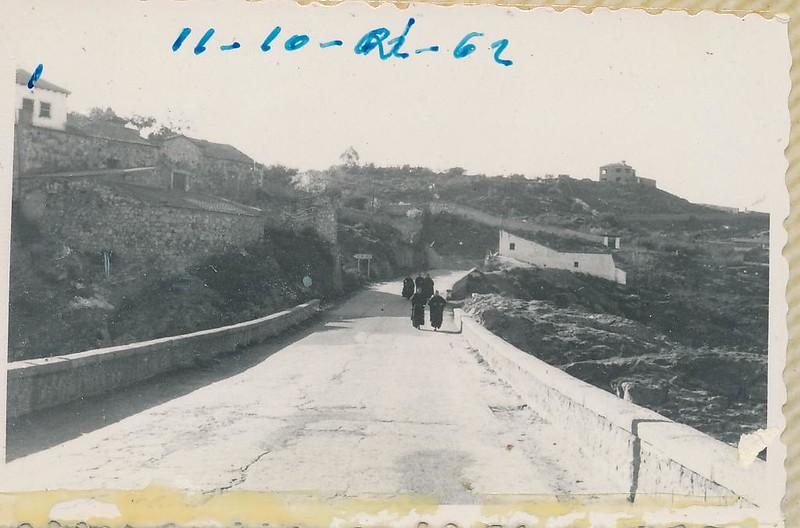 Carretera del Valle junto al Hotel los Cigarrales el 10 de octubre de 1962. Fotografía de Julián C.T.