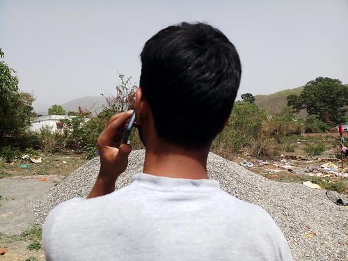 स्वास्थ्य के लिये खतरा साबित हो रहा मोबाइल फोन