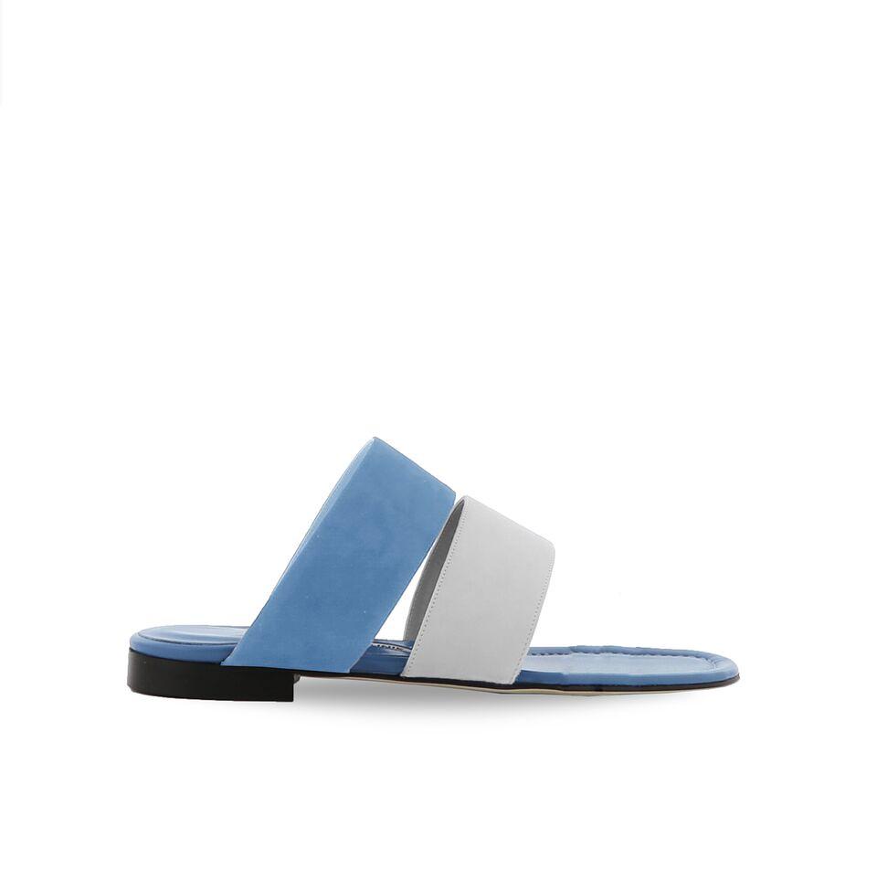 blahnik-sandalia-plana