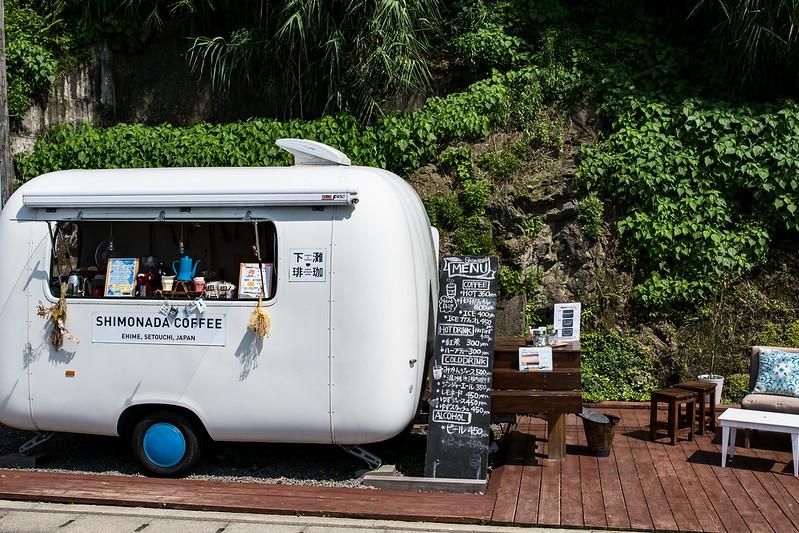 下灘駅前の移動式カフェ「下灘珈琲」