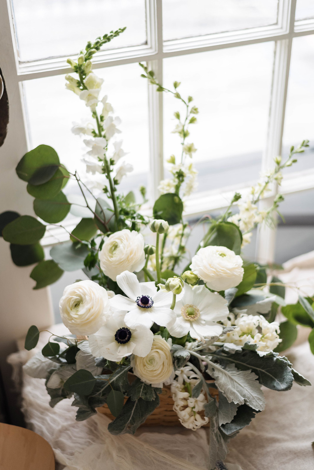 Floral Bouquets in Picnic Baskets on http://juliettelaura.blogspot.com/