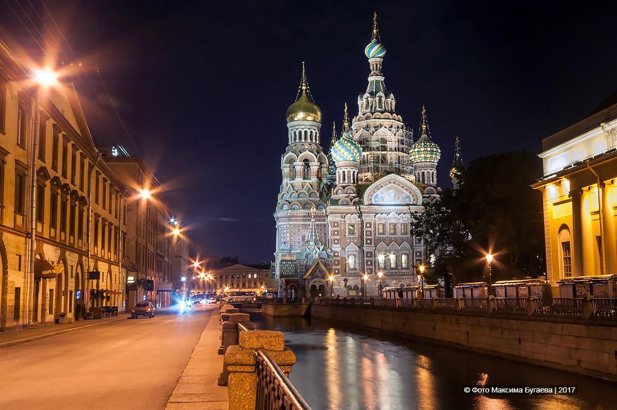 Saint Petersburg an night. Photo by Max Bugaev