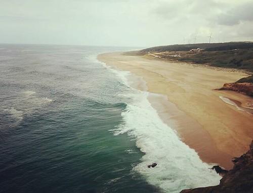 Praia norte de #Nazaré. #surf #praianortenazare #ondas #phonephoto